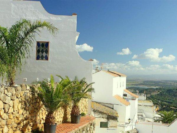 В испании можно купить недвижимость и получить вид на жительство