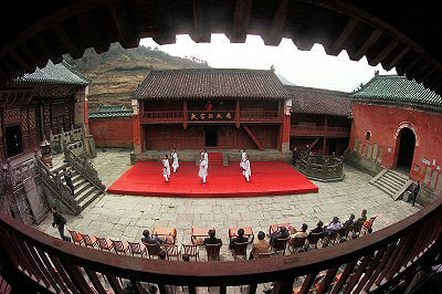 Знакомство с горами Удан-шань - ©Жэньминь Жибао