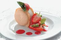 первый класс, десерт с клубникой / Швейцария