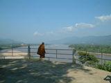 Монах над Золотым треугольником / Фото из Лаоса