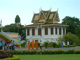 На территории императорского дворца / Фото из Камбоджи