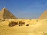 Площадь между пирамидами / Фото из Египта