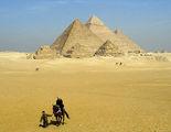 Мохаммед ведет мою конягу под узцы / Фото из Египта