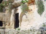 Вход в скальную церковь San Nicola / Фото из Италии