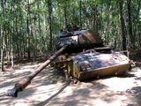 Подбитый танк / Фото из Вьетнама