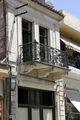 Типичный старый балкон с кованой решеткой / Фото из Греции