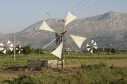 Ветряки на Крите не мелют зерно - они качают воду / Фото из Греции