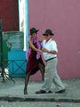 Танго на улице с участием прохожих / Фото из Аргентины
