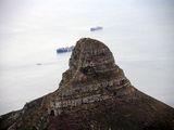 Острый останец у моря / Фото из ЮАР