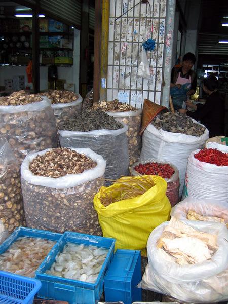Продуктовый рынок в Сучжоу.