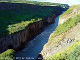 сюда уносятся потоки водопадов / Исландия