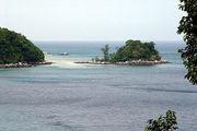 Островок во время отлива / Фото из Малайзии