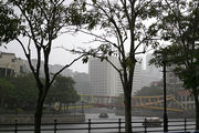 Сингапур в дождь / Фото из Малайзии