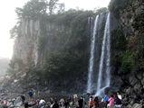 Один из водопадов на Чеджудо / Фото из Южной Кореи