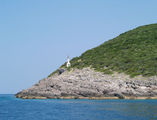 Маяк на входе в Которский залив / Фото из Черногории