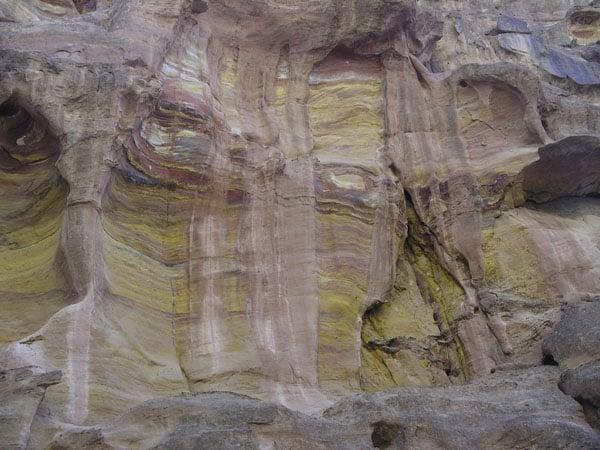 Цветные наслоения / Фото из Иордании