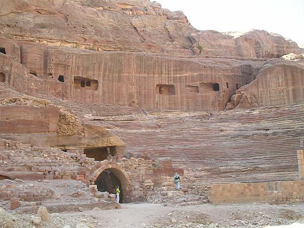 Амфитеатр, надстроенный Десятым легионом / Фото из Иоpдании