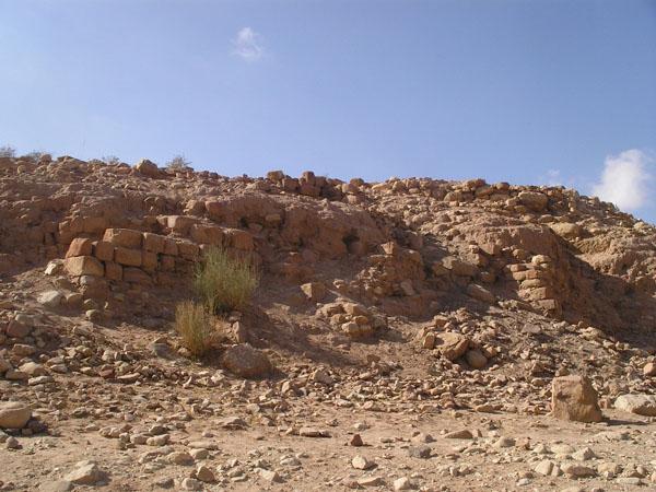 Фундаменты домов, разрушенных при землетрясении / Фото из Иоpдании