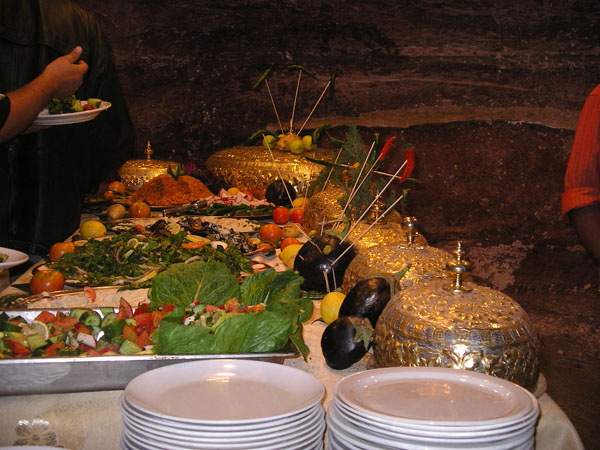 Шведский стол в ресторане / Фото из Иоpдании