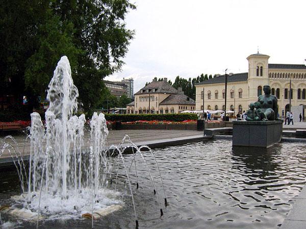 Фонтан и скульптура Вигелана / Фото из Норвегии
