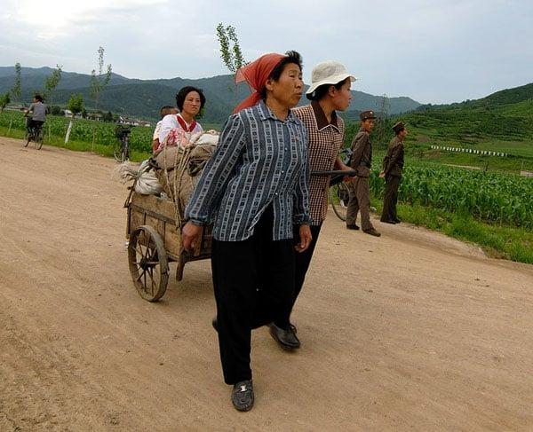 На корейской границе / Фото из Северной Кореи