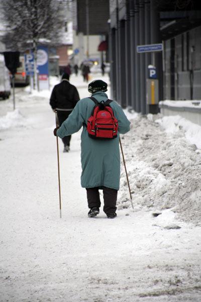 Ходят со специальными палками / Фото из Финляндии