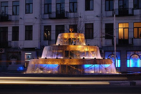 Фонтан в центре города / Фото из Грузии