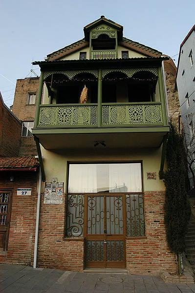 Резной деревянный балкончик / Фото из Грузии