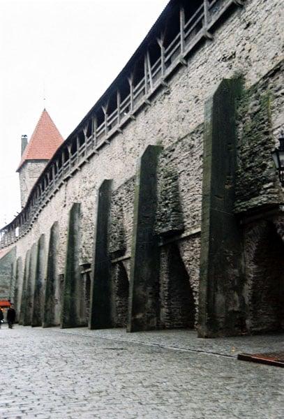Крепостные стены / Фото из Эстонии