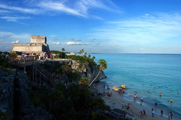 Храм и пляж в Тулуме / Фото из Белиза