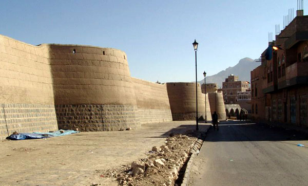 Крепостная стена / Фото из Йемена
