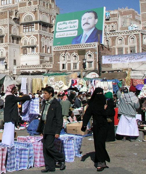 Волосы прикрывают хиджабом / Фото из Йемена