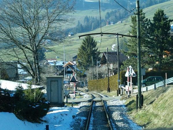 По дороге к Шато-д'О / Фото из Швейцарии