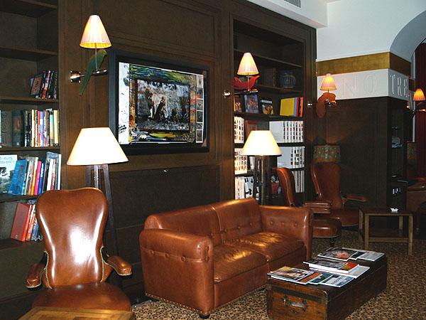 Библиотека и интернет-зал в La Reserve / Фото из Швейцарии