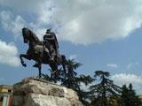 Шкодер, памятник национальному албанскому герою Георгу Кастриоти–Скандебергу