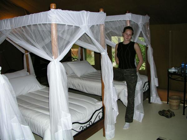 Все кровати закрыты противомоскитными сетками / Фото из Кении