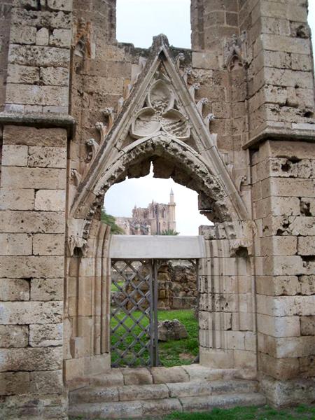 В городе множество церквей / Фото с Кипра