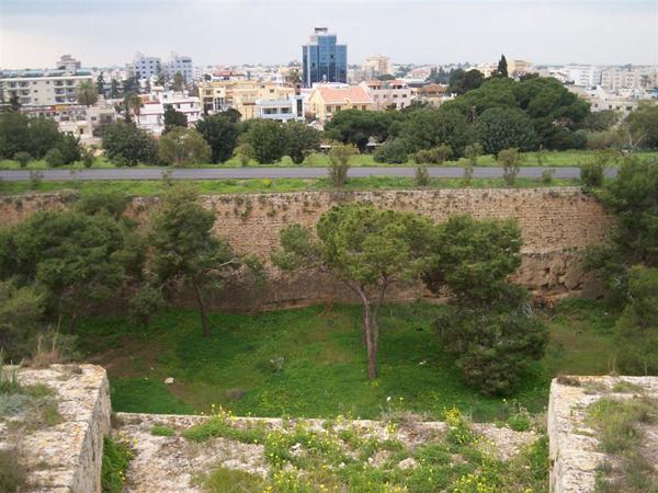 Город окружен мощнейшими стенами / Фото с Кипра