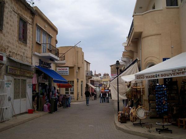 По магазинам там ходят не только туристы, но и соседи / Фото с Кипра