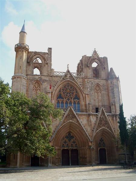 Крупнейший собор города / Фото с Кипра