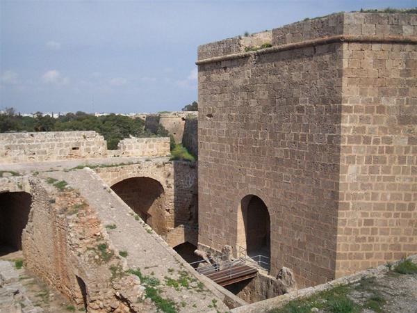 Шедевр военного зодчества / Фото с Кипра