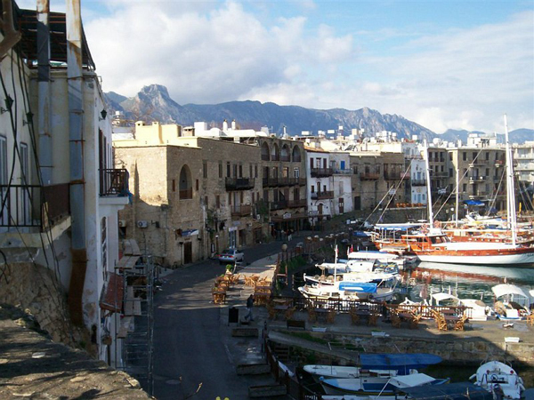В Кирении множество отелей и ресторанов / Фото с Кипра
