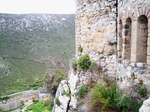 Пешком попасть в замок нельзя / Фото с Кипра