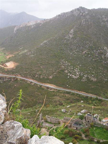 Асфальтированная дорога к вершине горы / Фото с Кипра