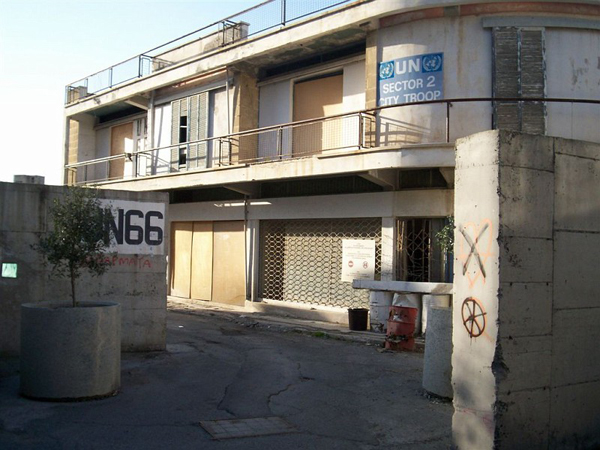 Бетонная стена / Фото с Кипра