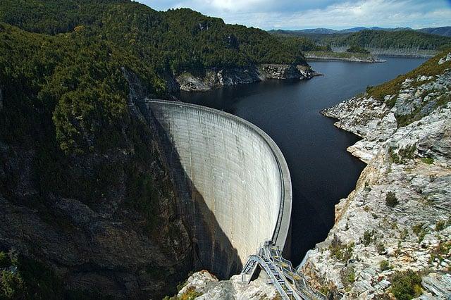 Дамба на реке Гордон (Gordon Dam) / Фото из Австралии