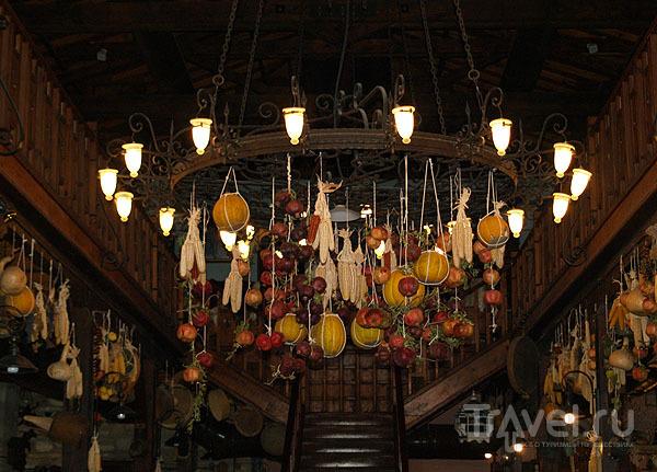 Люстра в ресторане на частной ферме / Фото из Турции