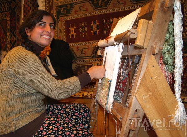 Так прядут ковры: узелок за узелком / Фото из Турции