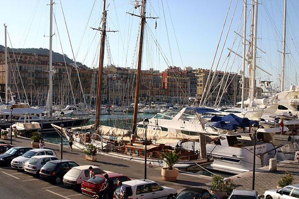 Яхты в порту / Фото из Франции