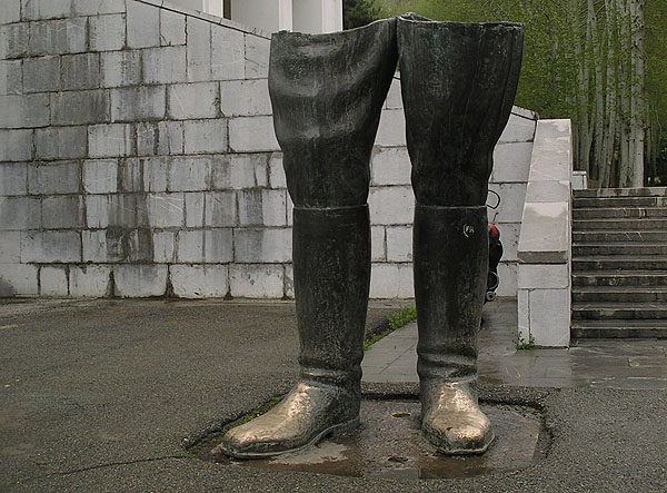 Ноги свергнутого шаха / Фото из Ирана